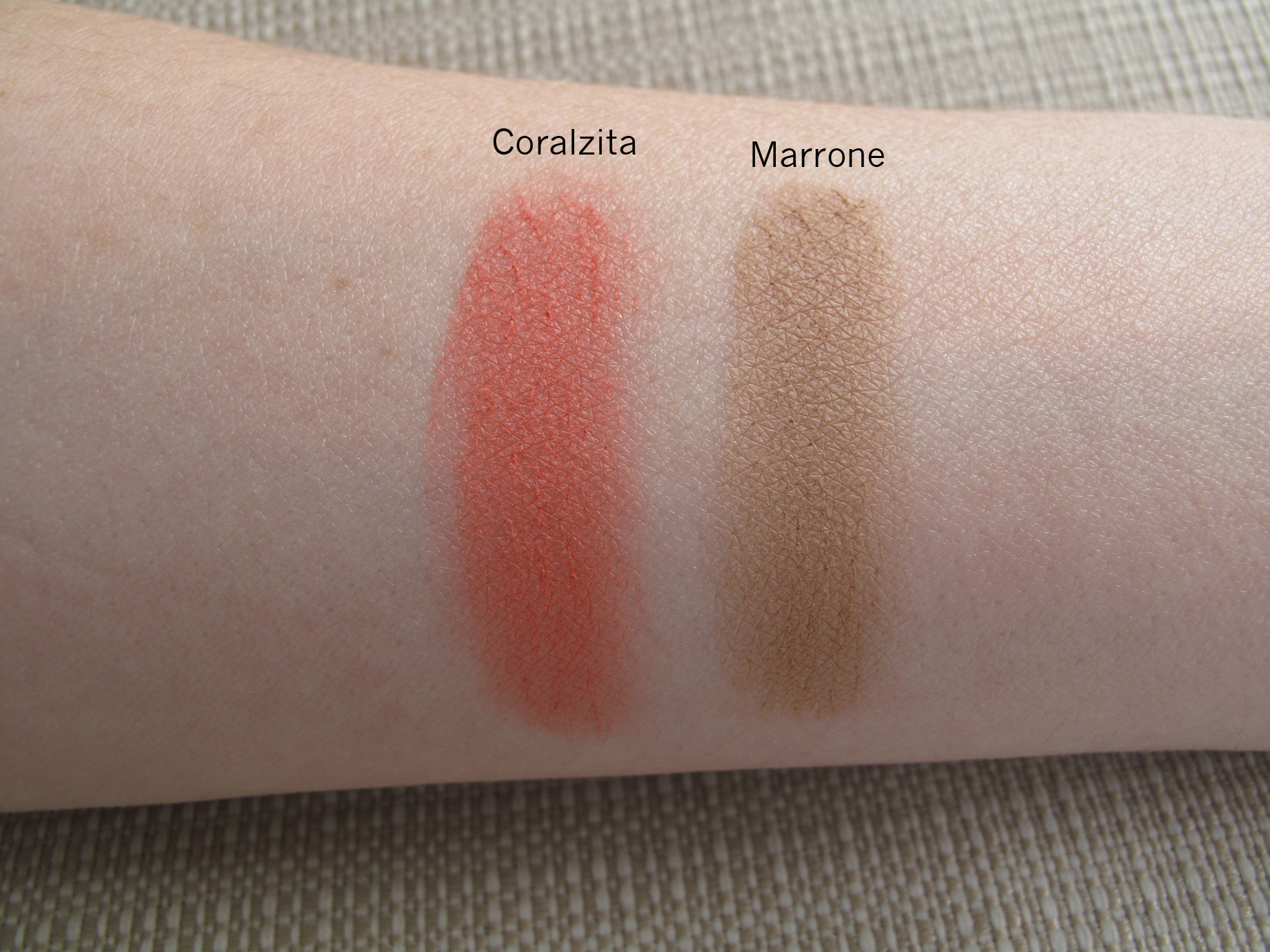 quem disse, berenice_ - Sombras Coralzita e Marrone - Swatch