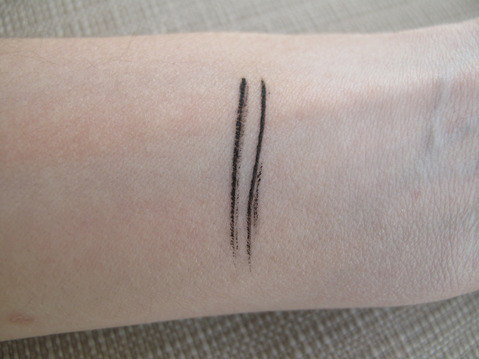 Benefit - They're real! Push-up liner - Swatch