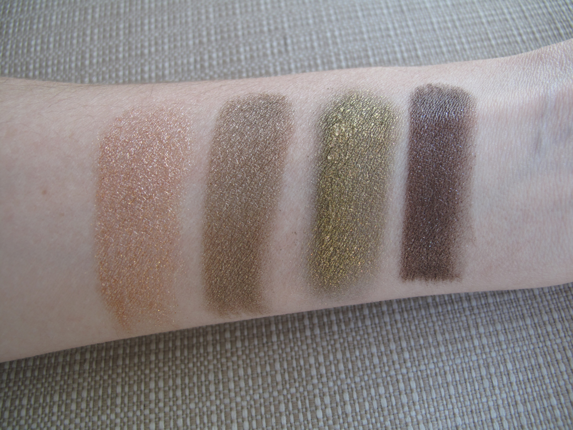 Mac - A Harvest Of Greens - swatch molhada