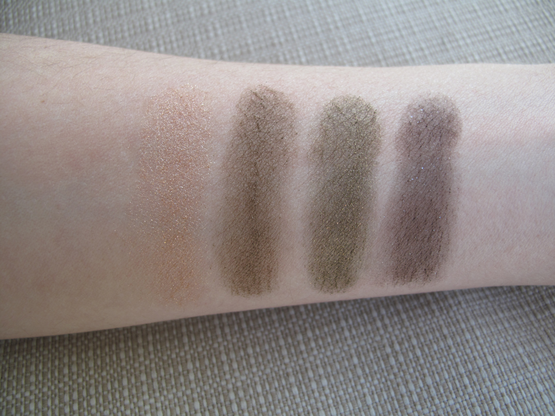 Mac - A Harvest Of Greens -swatch seca