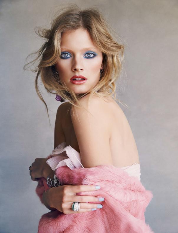 Constance Jablonski - Vogue Espanha de Julho Foto: Patrick Demarchelier