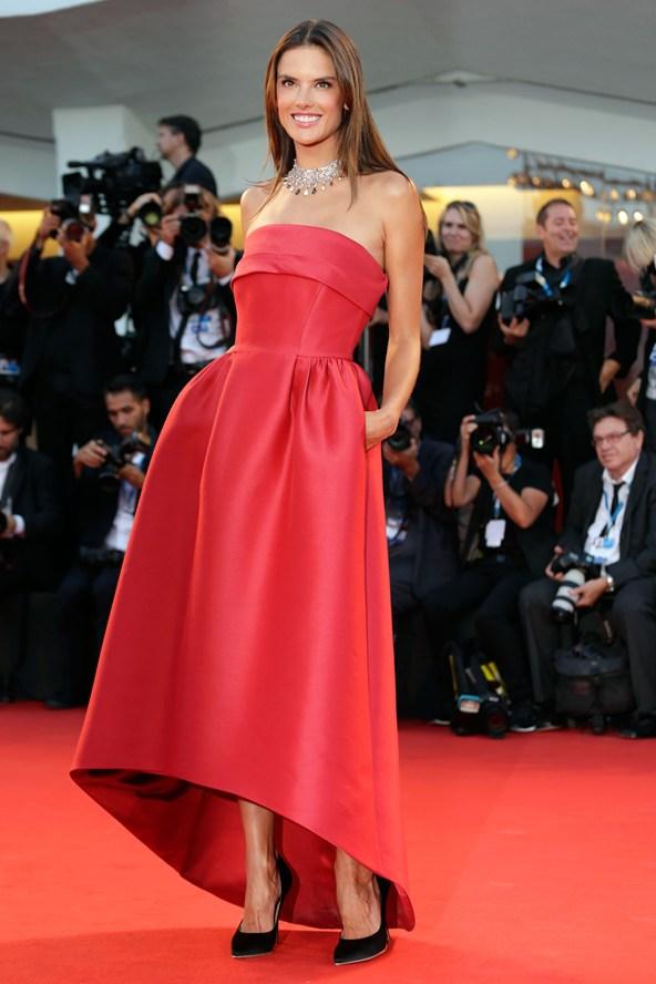 Alessandra Ambrosio - Salvatore Ferragamo Imagem: reprodução
