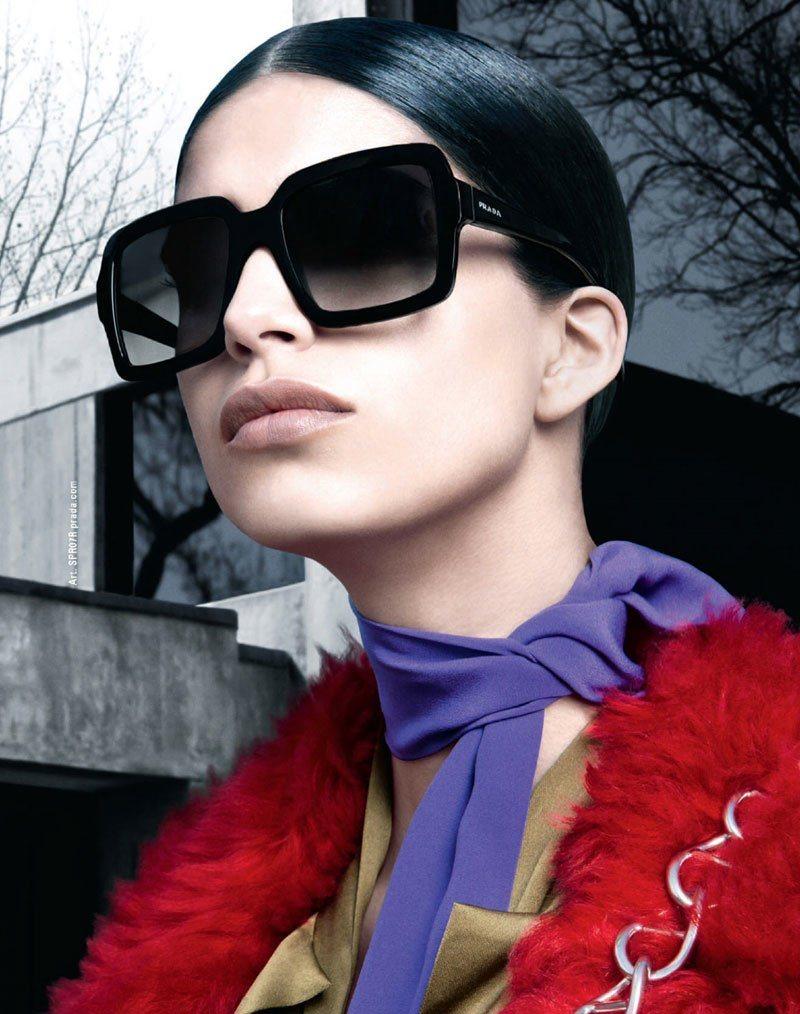 Coleção Eyewear Outono-inverno 2014 de Prada foto: Steven Meisel