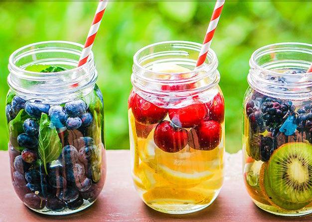 Chás gelados, água gelada com frutas e hortelã...só fazem bem! imagem: reprodução/ instagram