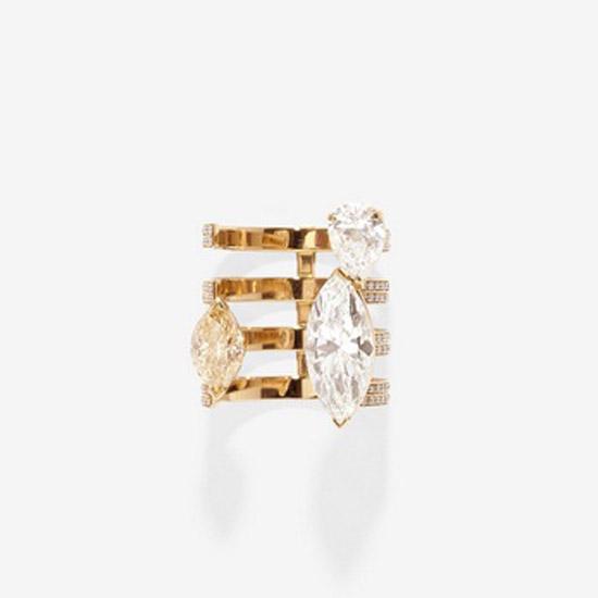 Anel da coleção Sertísur Vide da Joalheria Rapossi, com diamantes brancos