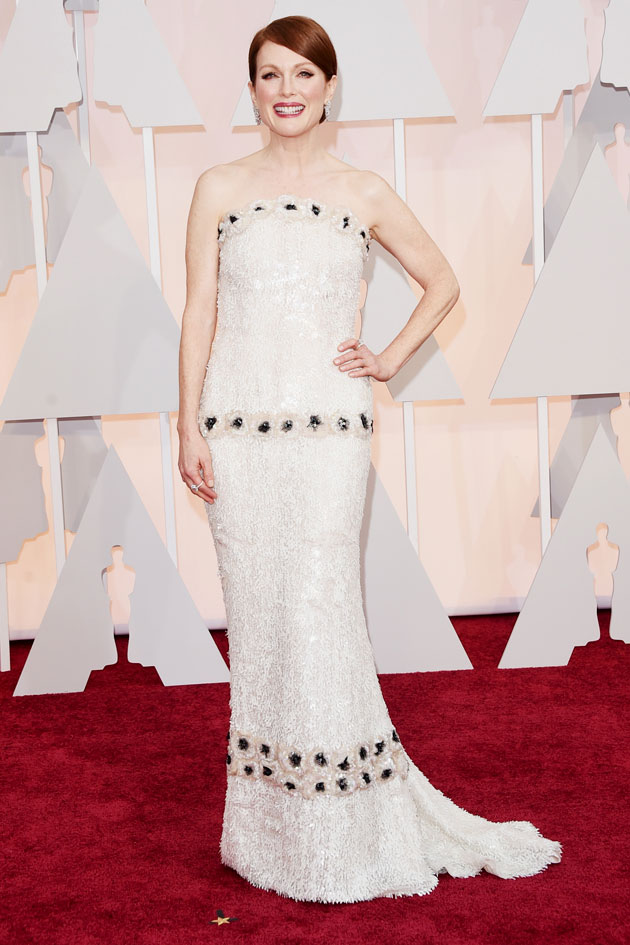 220215-oscar-julianne-moore-chanel