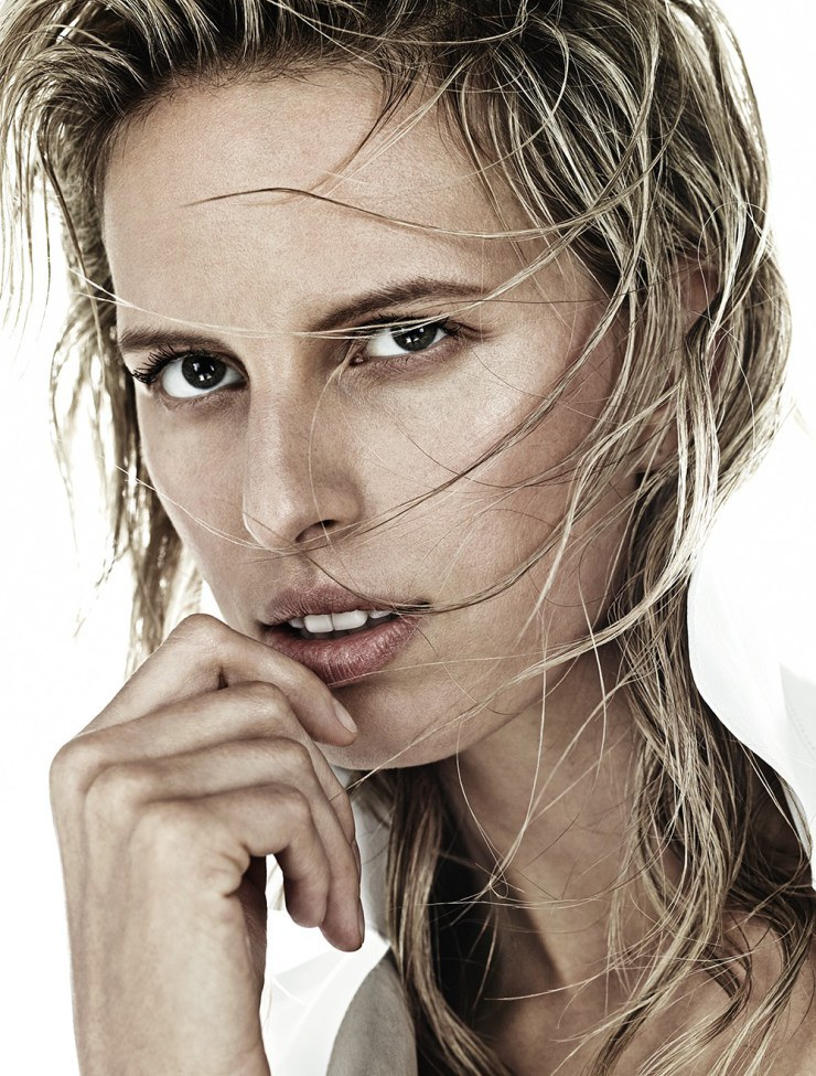 Karolina Kurkova - Sport Illustrated  foto: Hong Jang Hyun