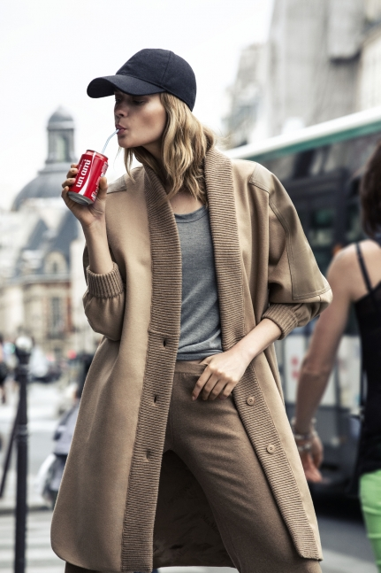 Street style - Bomber Jacket imagem: via la cool & chic