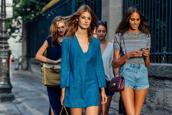 Jeans - só dá ele no street style imagem: Tommy Ton via style.com