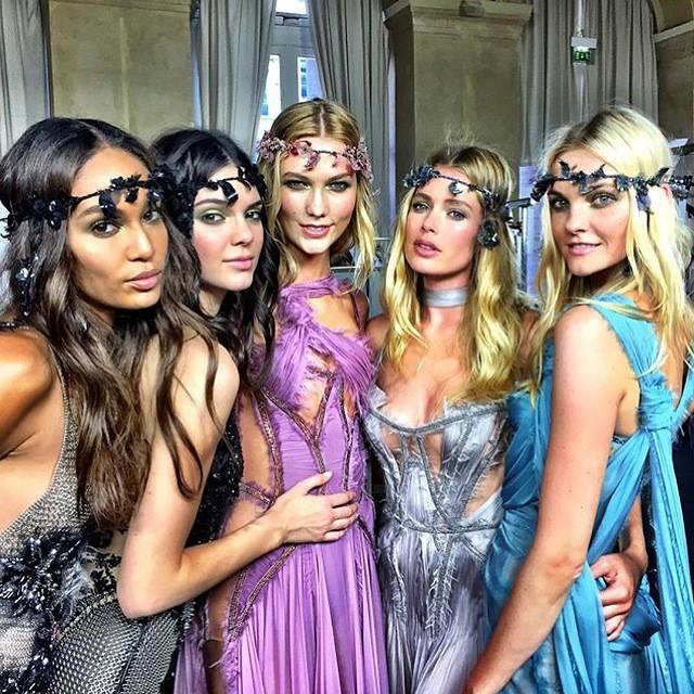 as top models no desfile de Alta-costura inverno 2015 de Atelier Versace imagem: instagram/ reprodução