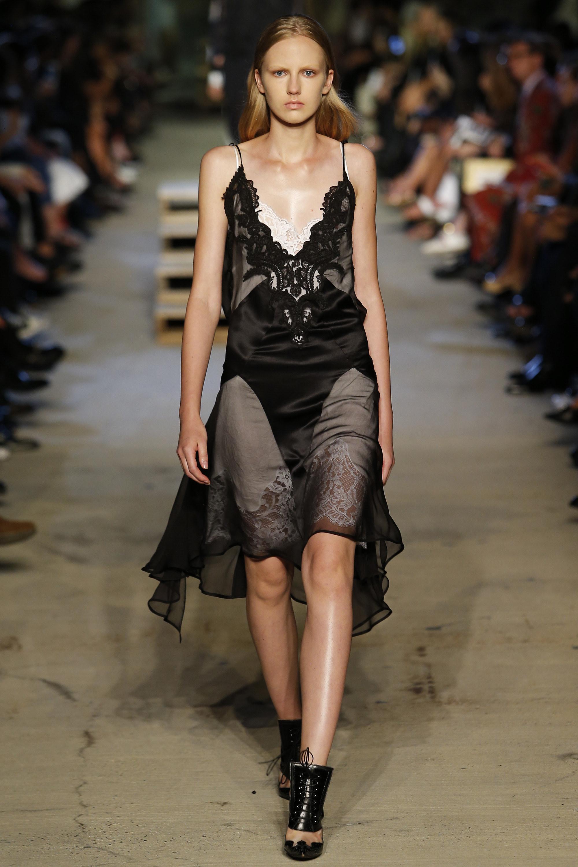 Vestido camisola Givenchy foto: divulgação