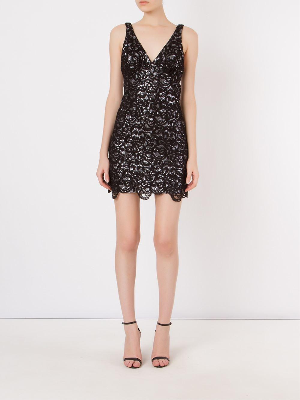 Vestido Iodice em renda preta - Compre AQUI. imagem: divuçgação/ Farfetch
